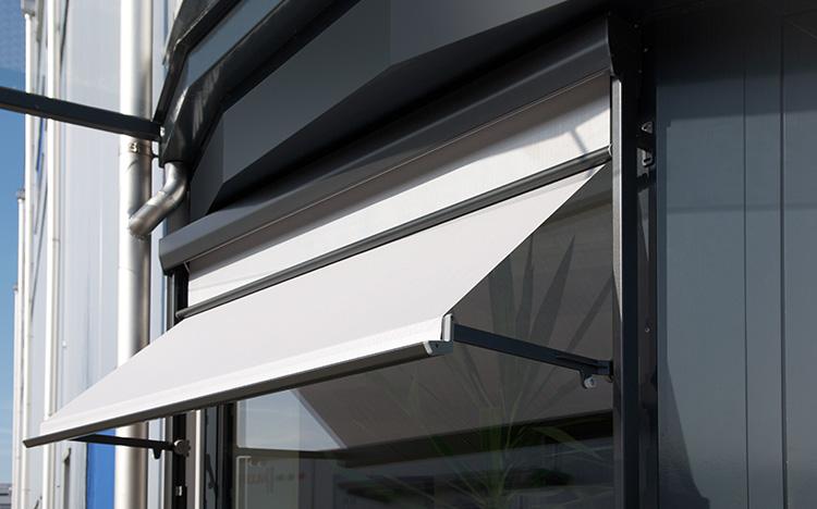 Fenster-und-Fassade-Fallarmmarkisen-Austellmarkisen-STOBAG